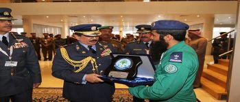 شاركة فريق الصقور السعودية في ختام معرض البحرين