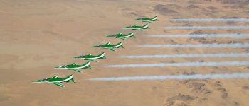 فريق الصقور السعودية بسبع طائرات ويضيف تشكيلات جديدة ضمن عروضه الجوية تخليدا لذكرى شهداء الوطن