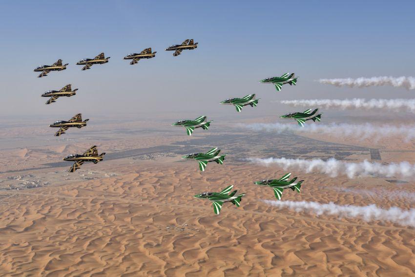 فريق الصقور السعودية يشارك الإمارات احتفالاتها باليوم الوطني الـ 47