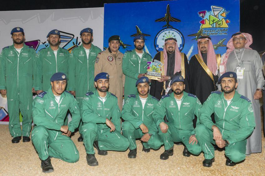 """الصقور السعودية تزين سماء مهرجان """"ربيع بريدة 41"""" بعروضها الاستعراضية"""