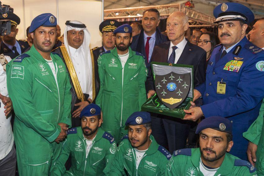 الصقور السعودية تلوّن سماء جمهورية تونس بأجمل العروض الجوية